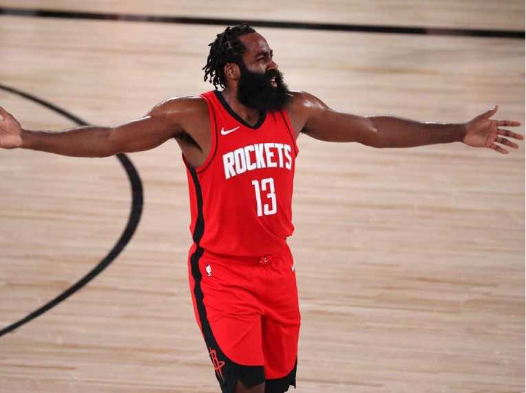 James Harden pasa noche en club nocturno y sin cubrebocas (VIDEO)
